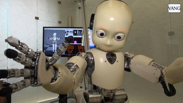 Robots-humanos-con-emociones-y_54404330299_53699622600_601_341